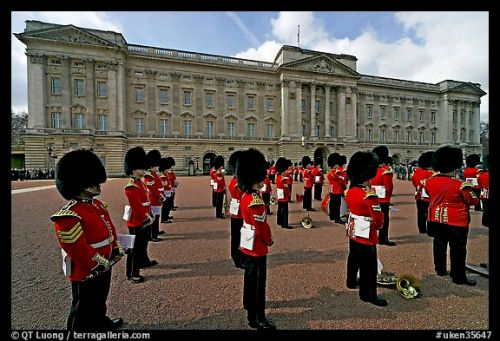 uken35647rows-of-guards-wearing-bearskin-hats-and-red-uniforms-london